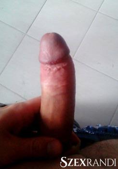 szexpartner Mélykút - Roland 21 éves Hetero férfi
