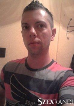 szexpartner Nyíregyháza - KozViktor 18 éves Hetero férfi